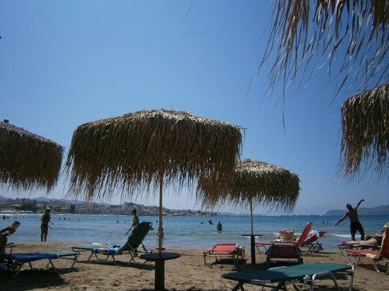 Helios Apartments: spiaggia di Agii Apostoli