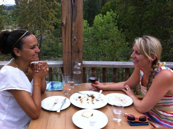 Arrowleaf Bistro: Guests on the riverside deck