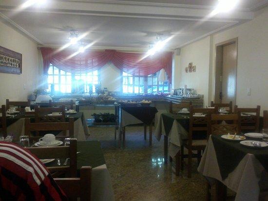 Rio-Penedo Hotel: Café da manhã de primeira.