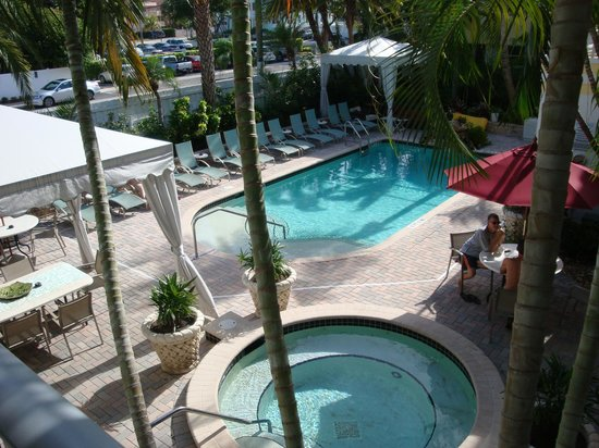 Alcazar Resort: The Venice Villas pool and hot tub