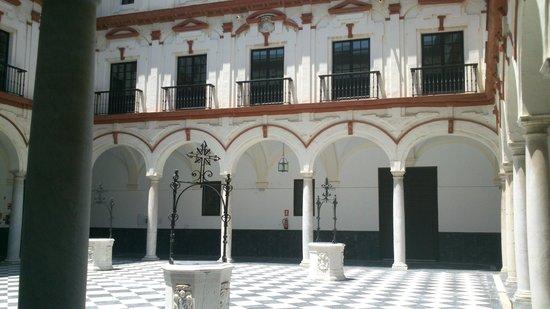 Hotel Convento Cadiz: Patio convento