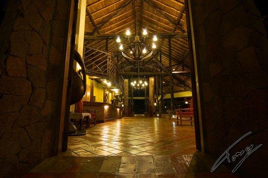 Ol Tukai Lodge: Die Lobby