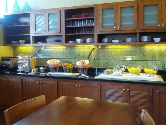 Hyatt Place Milwaukee Airport : lots of options