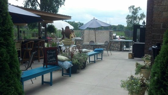 Harsens Island Schoolhouse Grille: The patio