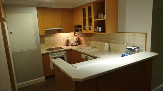 Mayfair, Bangkok - Marriott Executive Apartments: 2 bedrooms apartment kitchen