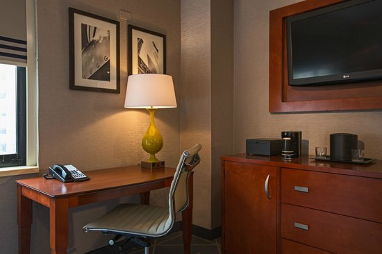 Courtyard New York Manhattan/Fifth Avenue: Guest Room