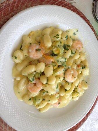 Motta San Giovanni, อิตาลี: gnocchetti gamberetti e fiori di zucca!