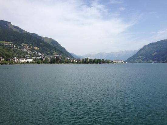Hotel Tirolerhof : Zell from the boat