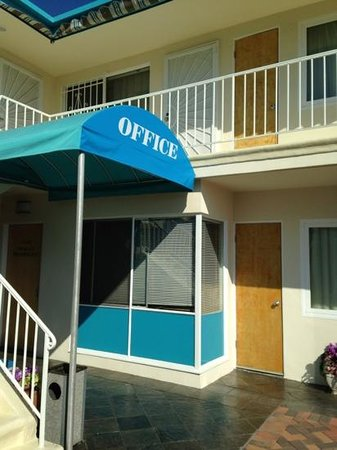 Ocean Lodge Hotel: office