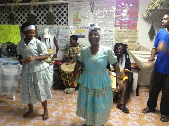 Black & White Cultural Entertainment Center: The owner and her daughter share the Garifuna culture