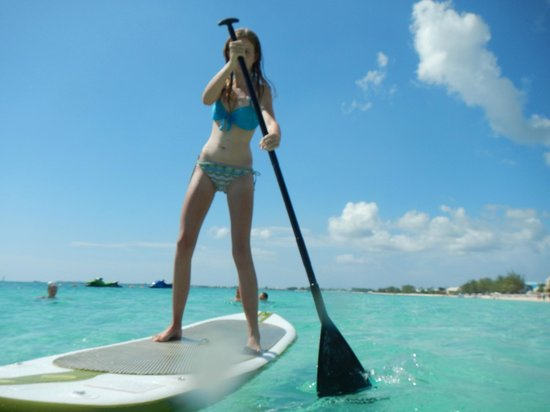 Beachcomber Grand Cayman: Water is so smooth, we can paddle board