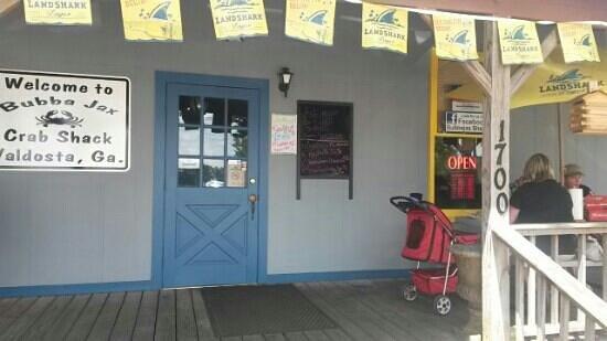 Bubba Jax Crab Shack : Outdoor seating too!