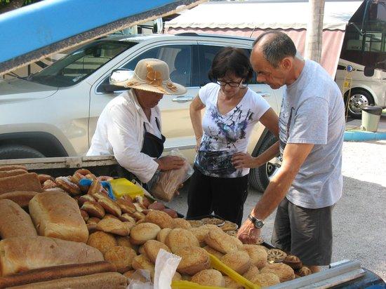 Villas y Bungalows Tlaquepaque : La vendeuse de pains et patisseries
