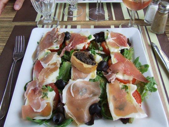 Mas des Barres : repas correcte....fraîcheur après une journée bien chaude...