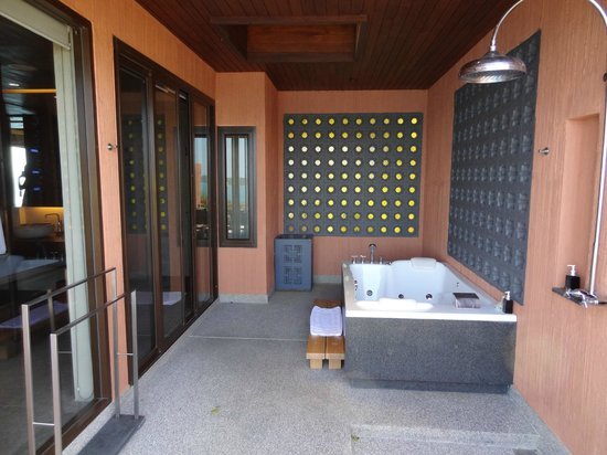 Sri Panwa Phuket Luxury Pool Villa Hotel: Shower