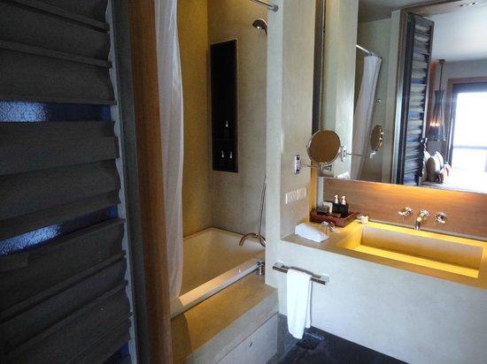 Sri Panwa Phuket Luxury Pool Villa Hotel: 2nd bathroom