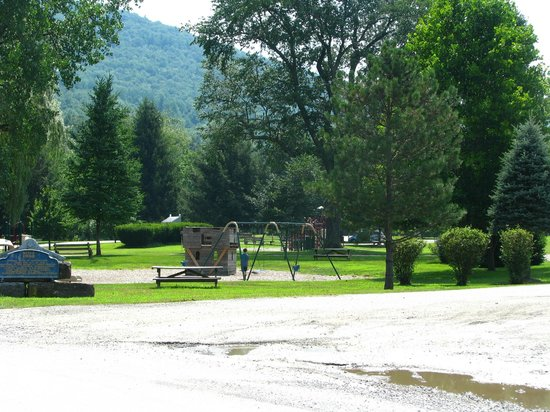 Tunkhannock, PA: Large park area for the kids!