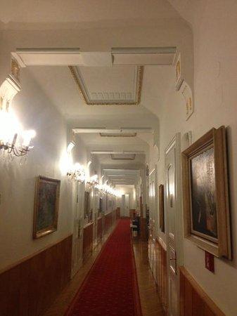 Hotel Paris Prague: corridor on the third floor