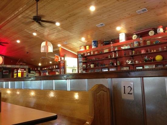 Clint's Smokey Mountain Barbeque: Great interior decor!