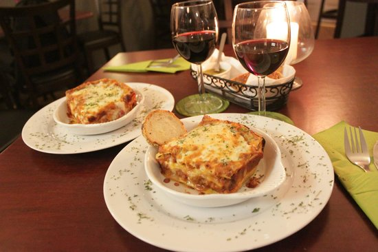 Bella Mondo Lasagna Deli: At the Restaurant!