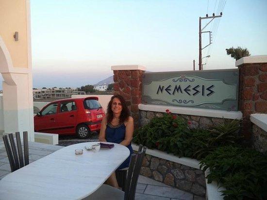 Nemesis Rooms & Apartments : Η φιλικότατη και συμπαθέστατη ξενοδόχα μας, η κυρία Ειρήνη!