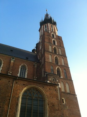 Hotel Wyspianski: The old market square is full of stunning buildings