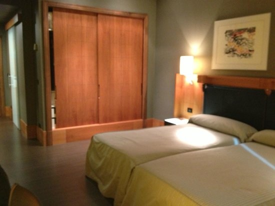 Gran Hotel Lakua: Großer Einbauschrank