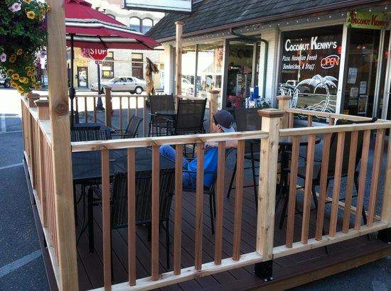 Coconut Kenny's: Seasonal Outdoor Dining