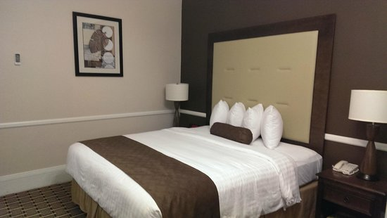 Best Western Plus San Pedro Hotel & Suites: Bed