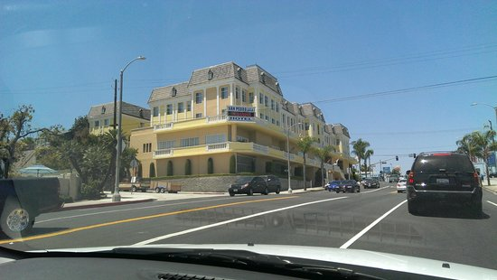 Best Western Plus San Pedro Hotel & Suites: View from the street