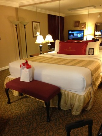 The Wilshire Grand Hotel: bed