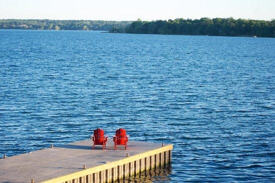 Shanti Retreat: One of the docks with Muskoka chairs