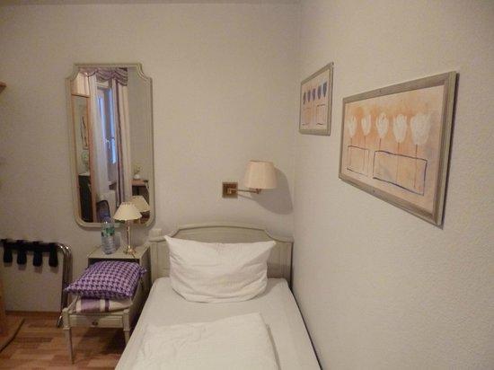 Hotel Löhr: Baden Baden single room.