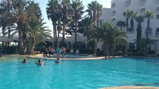 SENTIDO Aziza Beach Golf & Spa: Zumba!
