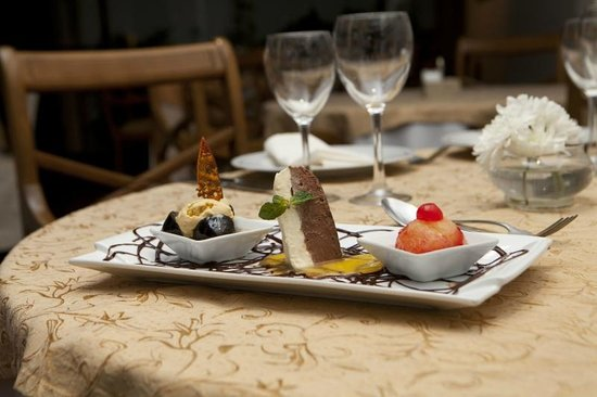 Restaurante Don Salvador: Degustacion de Postres ( Semifredo, Hechizo andaluz y Duo de Maracuya