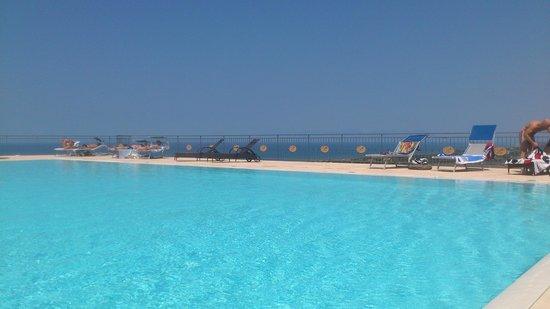 Country House Agriturismo Verde e Blu: piscina