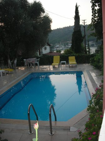 Duygu Pension: Swimming Pool