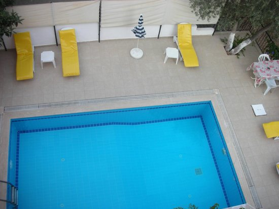 Duygu Pension: Piscina