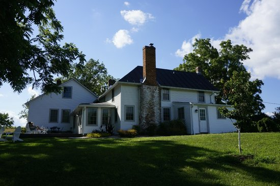 The 1804 Inn of Barboursville Vineyards: Blue Run cottage, Pinot Grigio suite