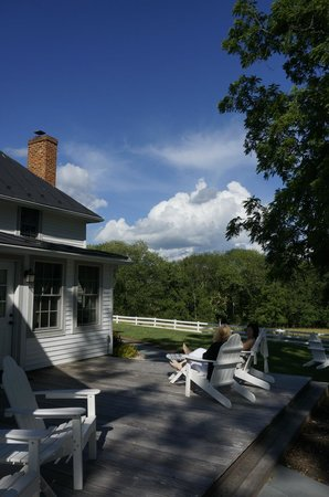 The 1804 Inn of Barboursville Vineyards: porch/deck