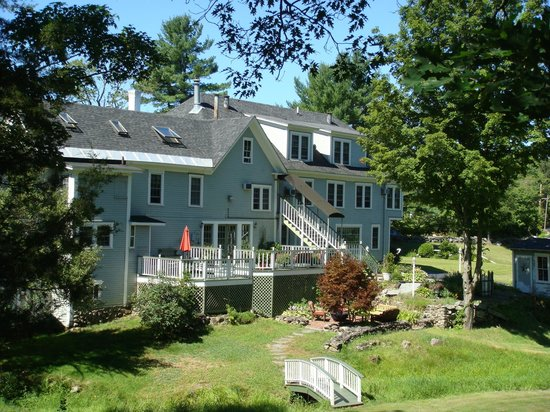 Rosewood Country Inn: Beautiful Grounds