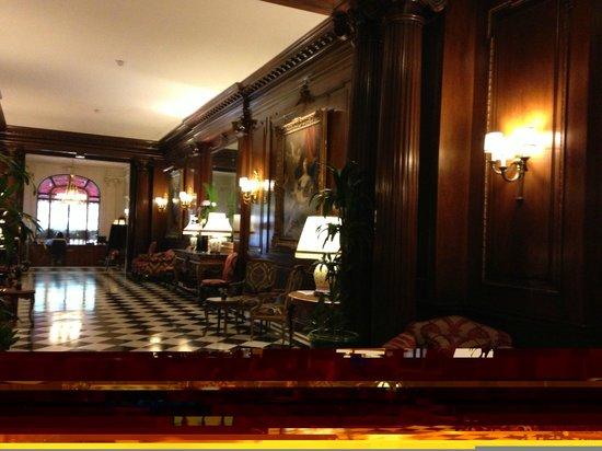 Hotel Raphael: Hall