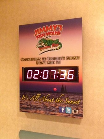 Holiday Inn Hotel & Suites Clearwater Beach: Cute Countdown to Sunset in Lobby