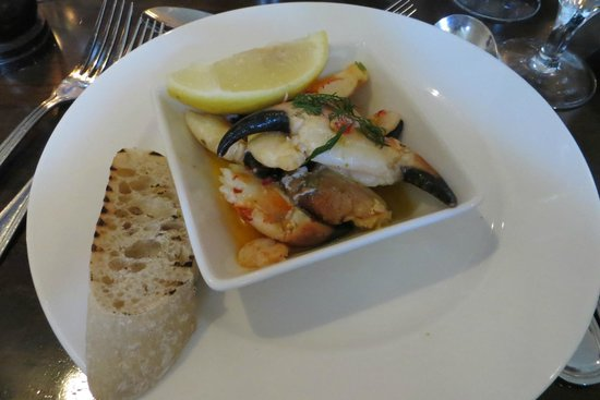 Ouzos Bar & Grill: Crab Claws