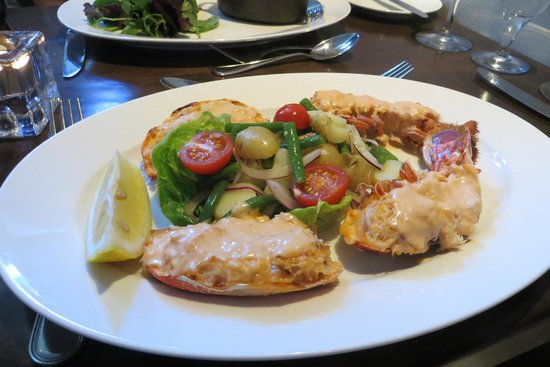Ouzos Bar & Grill: Something with Lobster - very nice!