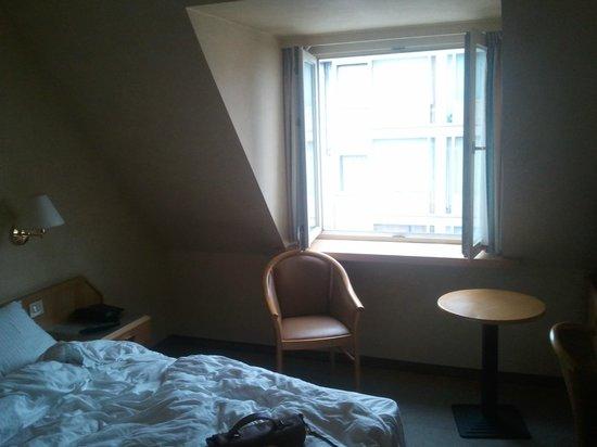 Hotel Cascade Louise: room