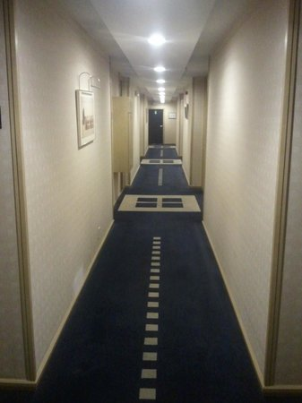 Hilton Garden Inn Brussels Louise: hallway
