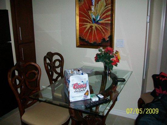 Holiday Inn Club Vacations At Desert Club Resort: Dining Room Table