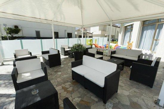 terrazza sul mare - Picture of Hotel Petite Fleur, Alba Adriatica ...