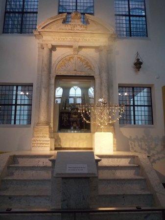 Musée historique juif : beautiful candlestick
